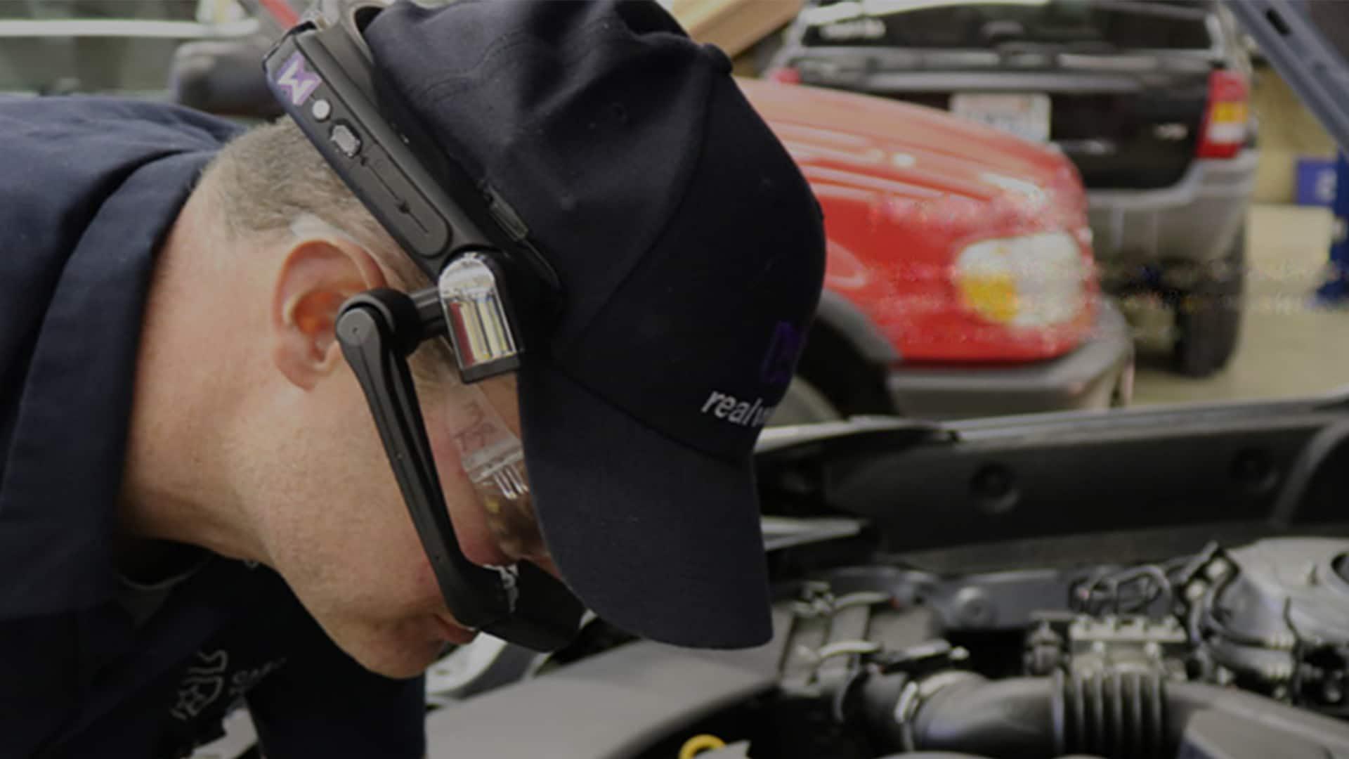RealWear-HMT-1-AR-Helmet-Helping-Car-Companies-1